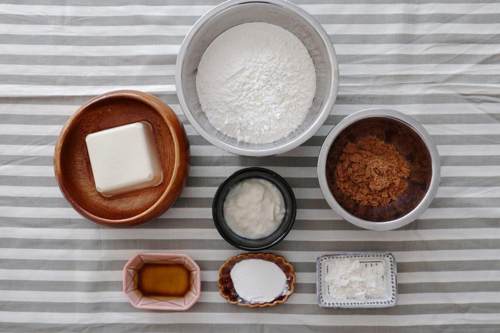 絹ごし豆腐、豆乳ヨーグルト、オリーブオイル、強力粉、ベーキングパウダー、黒糖パウダー、塩の写真